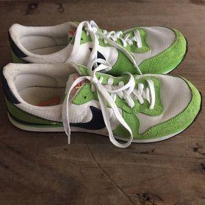 Retro Nike Sneakers Swoosh